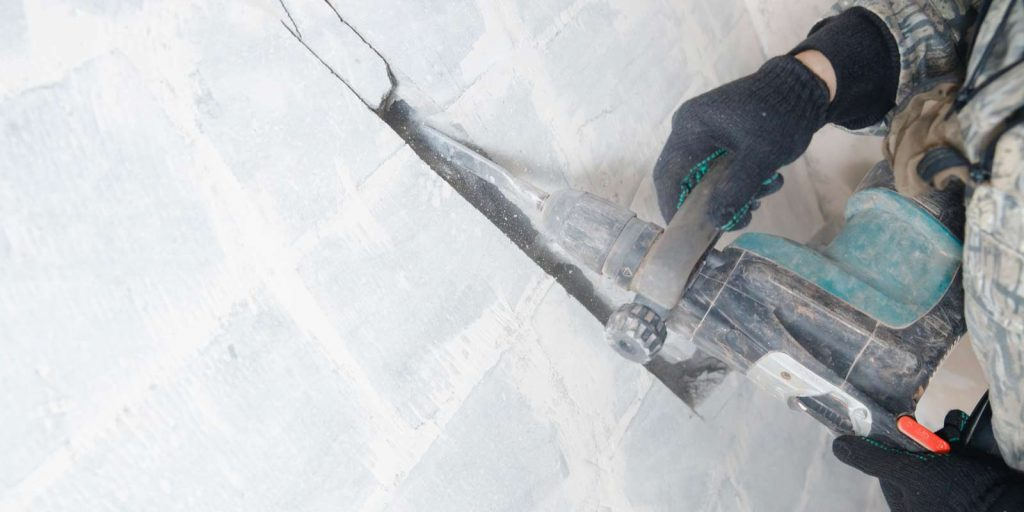 contractor-sawing-into-wall-to-prevent-construction-debris